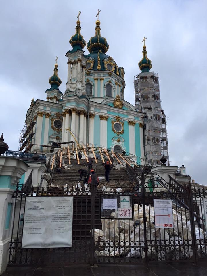 В Киеве завершили реставрацию трех фасадов Андреевской церкви (ФОТО) (фото) - фото 1