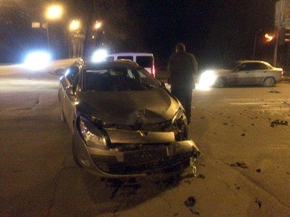 У Хмельницькому на перехресті зіткнулися дві автівки (Фото) (фото) - фото 1