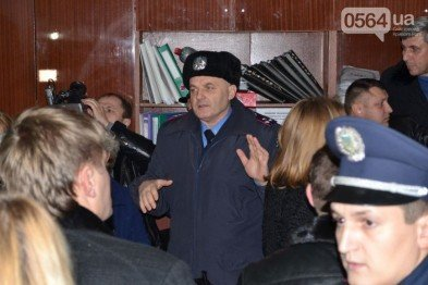 В Кривом Роге: избрали председателя Жовтневого райсовета, пикетировали «Червоний гірник», открыли дело о нападении на полицейских, фото-2