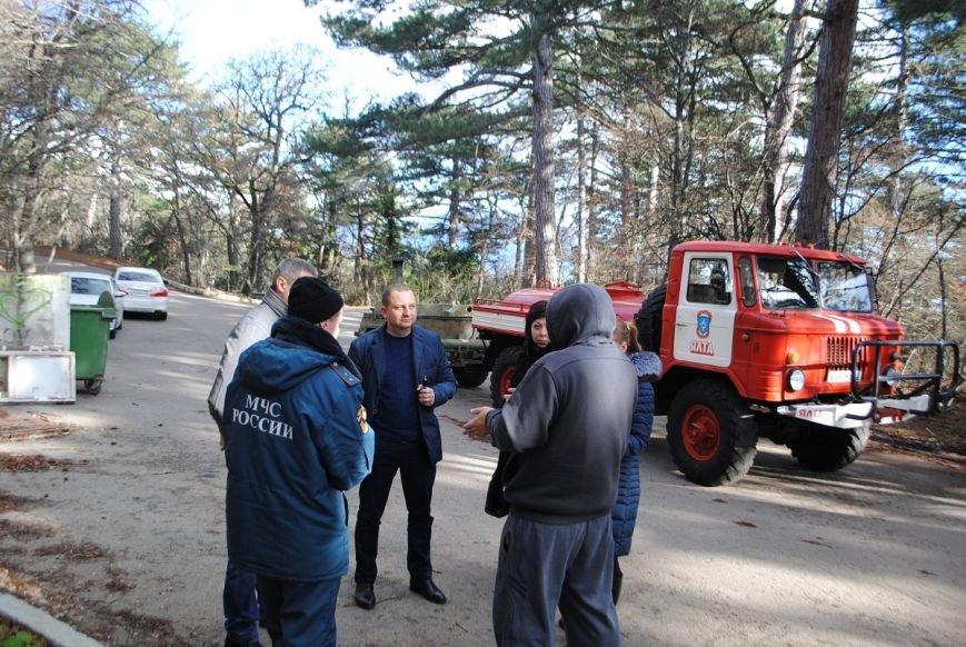 Единороссы с рабочим визитом посетили обесточенный поселок Высокогорное (фото) - фото 1