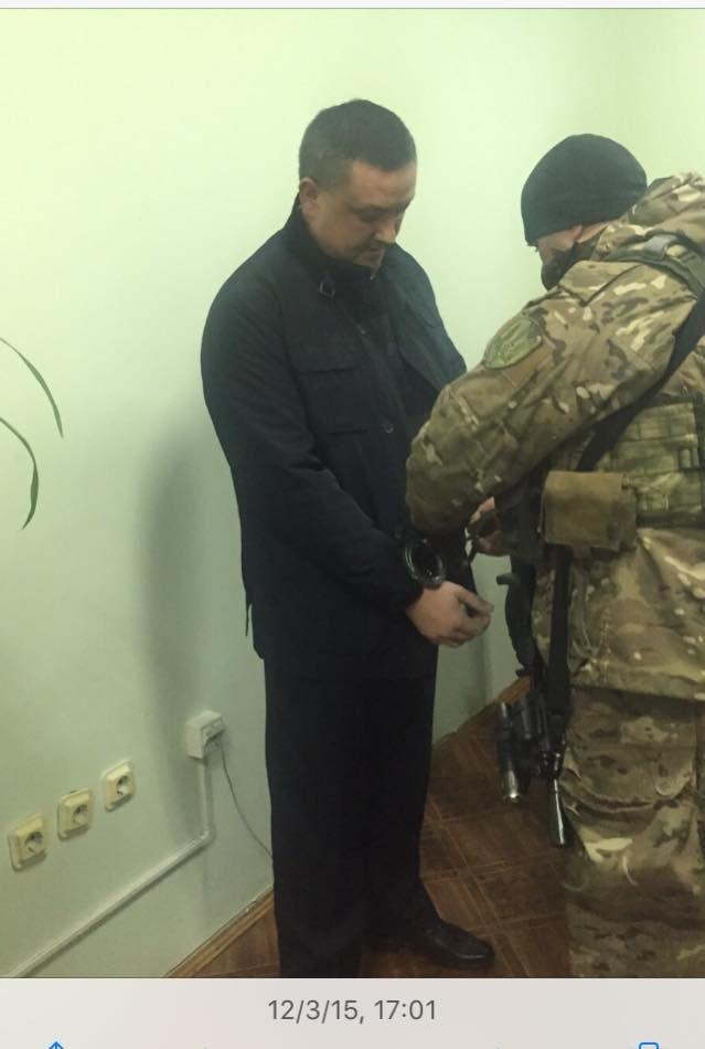 У Чернівцях за хабар у 65 000 гривень затримано двох керівників фіскальної служби (фото) - фото 1