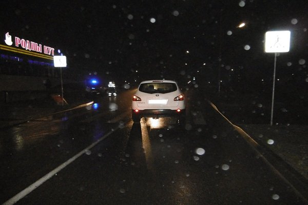 В Гродно на улице Кремко автомобиль сбил пешехода на «зебре» (фото) - фото 3