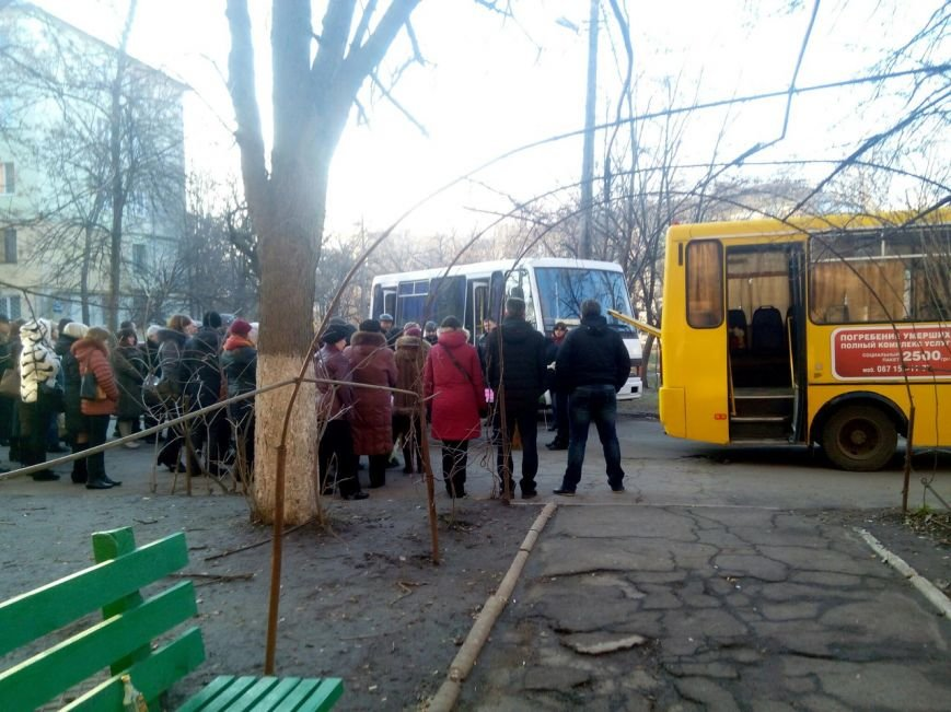 В Мариуполе похоронили 12-летнюю школьницу (ФОТО+ВИДЕО) (фото) - фото 1