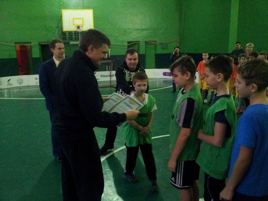 В Днепропетровске тысяча школьников приняло участие в школьной флорбольной лиге (ФОТО) (фото) - фото 5