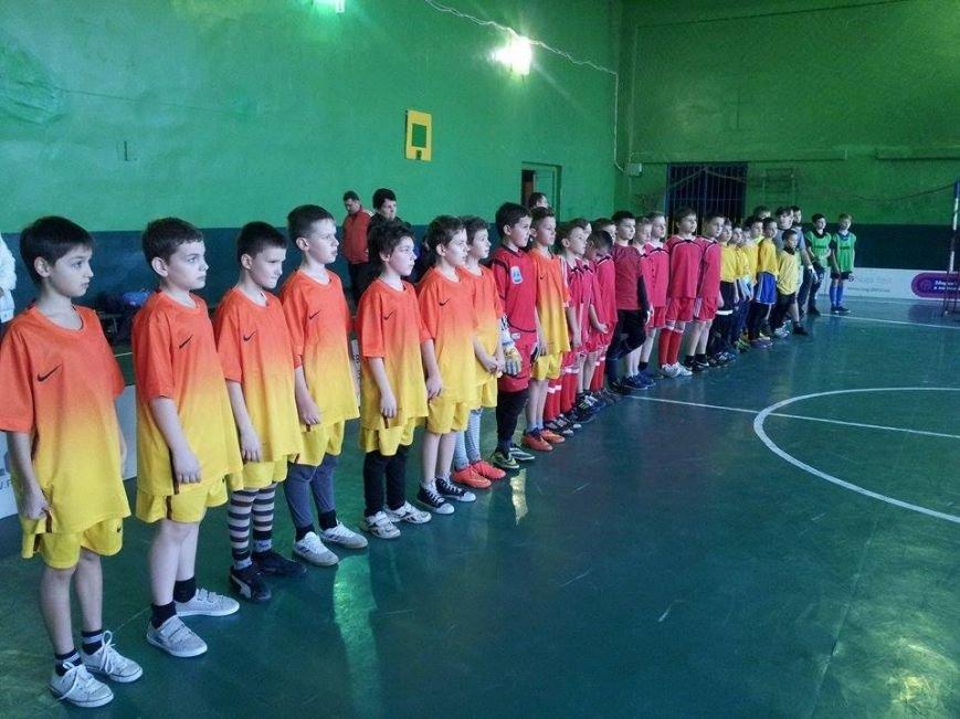 В Днепропетровске тысяча школьников приняло участие в школьной флорбольной лиге (ФОТО) (фото) - фото 1