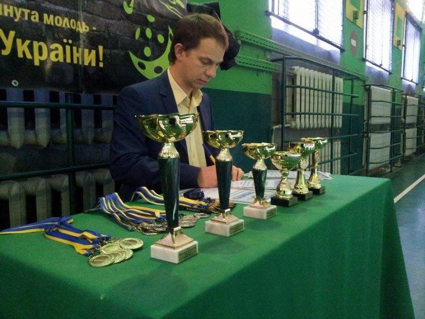 В Днепропетровске тысяча школьников приняло участие в школьной флорбольной лиге (ФОТО) (фото) - фото 4