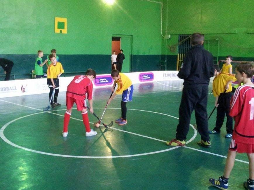 В Днепропетровске тысяча школьников приняло участие в школьной флорбольной лиге (ФОТО) (фото) - фото 2