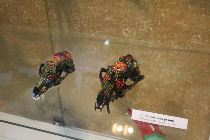 В музее истории Днепродзержинска открылась уникальная выставка живописи на перьях и черепах, фото-9