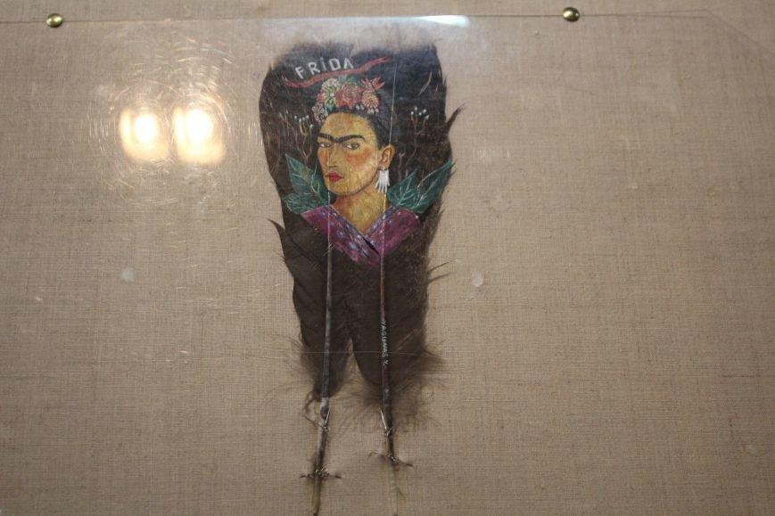 В музее истории Днепродзержинска открылась уникальная выставка живописи на перьях и черепах, фото-7