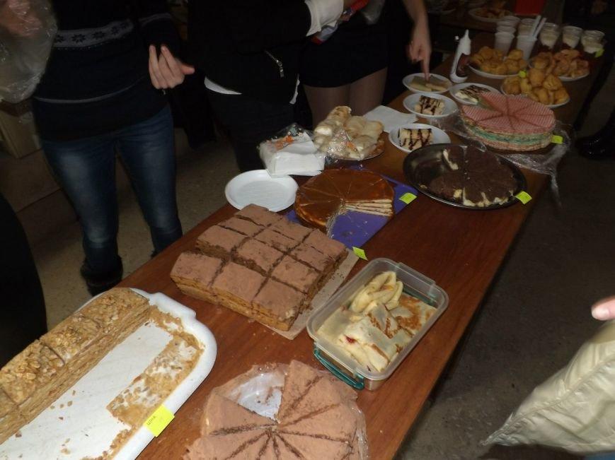 Житомирські студенти провели ярмарок, щоб зібрати кошти на подарунки в дитбудинок, фото-4
