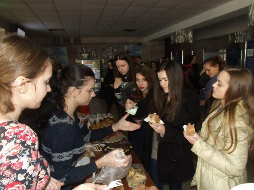 Житомирські студенти провели ярмарок, щоб зібрати кошти на подарунки в дитбудинок, фото-2