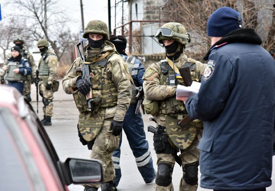 В Славянске работают спецгруппы полиции Донетчины (фото) - фото 2