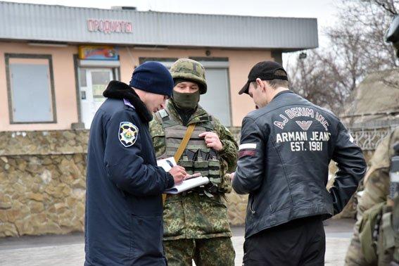 В Славянске работают спецгруппы полиции Донетчины (фото) - фото 1