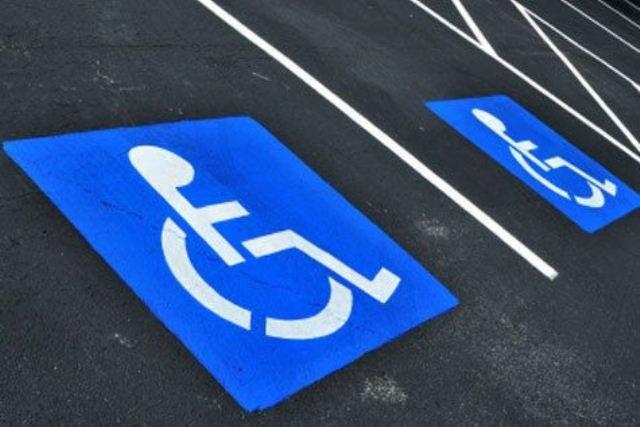 Инвалиды-колясочники лишены доступа в почтовое отделение (фото) - фото 1