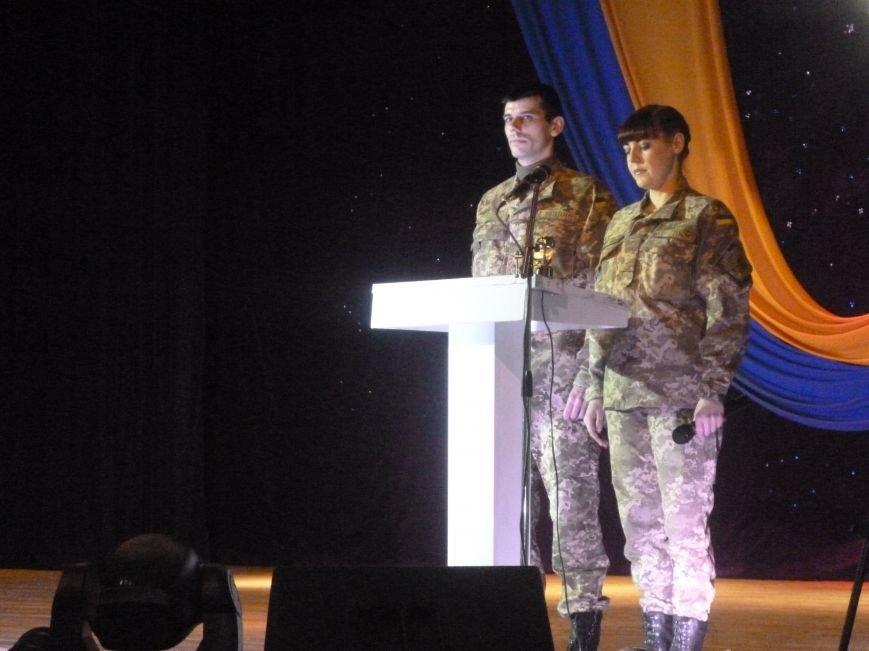 В Красноармейске состоялся праздничный концерт, приуроченный 24-летию ВСУ (фото) - фото 4