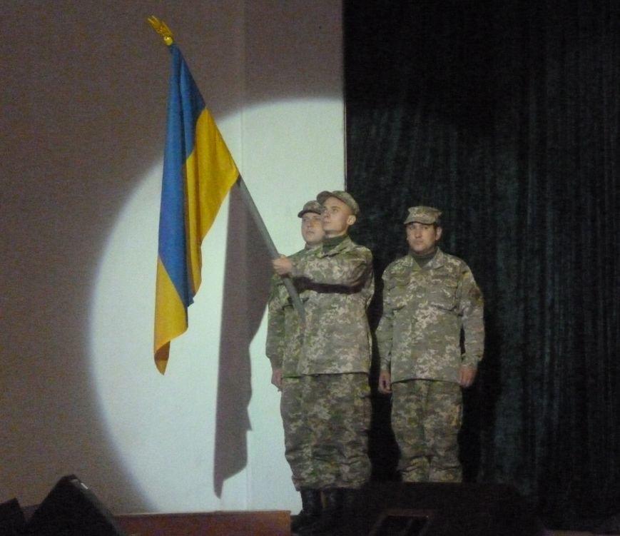 В Красноармейске состоялся праздничный концерт, приуроченный 24-летию ВСУ (фото) - фото 7