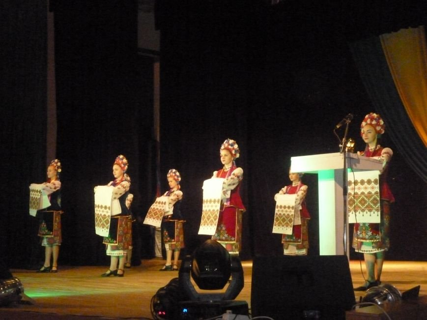В Красноармейске состоялся праздничный концерт, приуроченный 24-летию ВСУ (фото) - фото 5