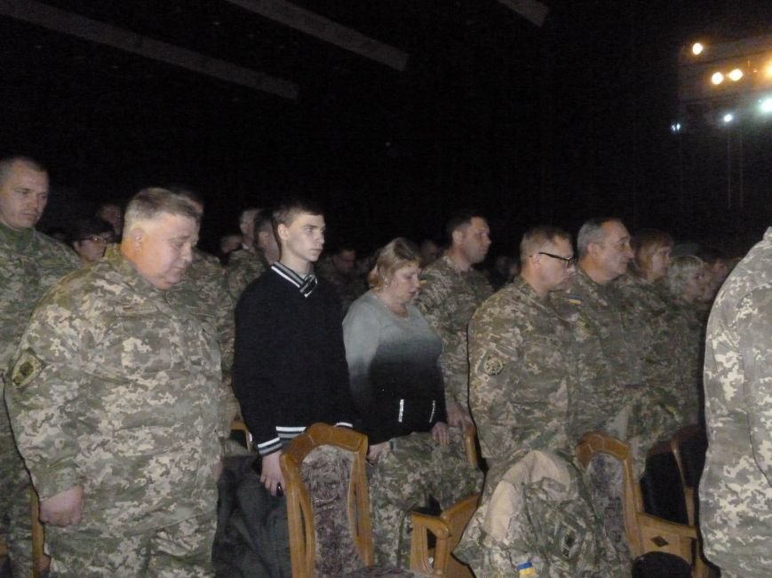 В Красноармейске состоялся праздничный концерт, приуроченный 24-летию ВСУ (фото) - фото 3