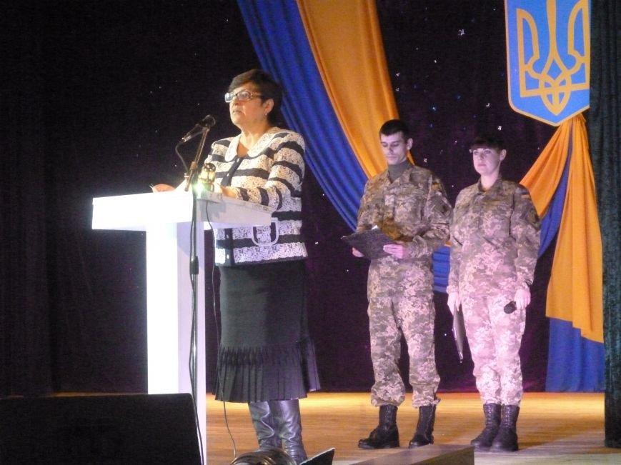 В Красноармейске состоялся праздничный концерт, приуроченный 24-летию ВСУ (фото) - фото 2