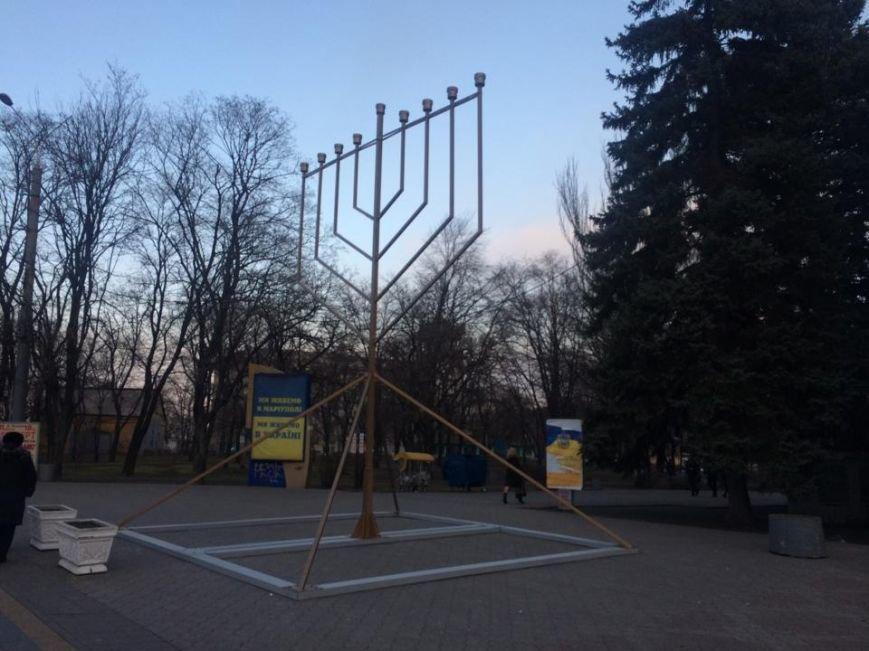На площади перед драмтеатром установили ханукальную Менору (ФОТО, ВИДЕО), фото-1