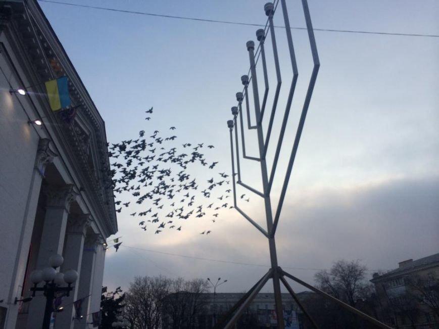 На площади перед драмтеатром установили ханукальную Менору (ФОТО, ВИДЕО), фото-2