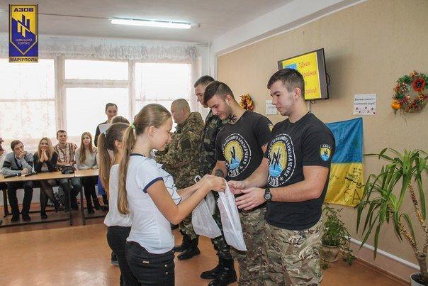 «Азовцы» знакомили мариупольских школьников с Идеей Нации (ФОТО) (фото) - фото 1