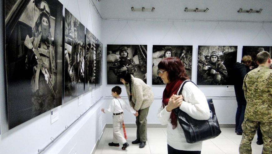 Виставка портретів «Добровольці» місяць пробуде у Хмельницькому музеї-студії фотомистецтва (Фото) (фото) - фото 2