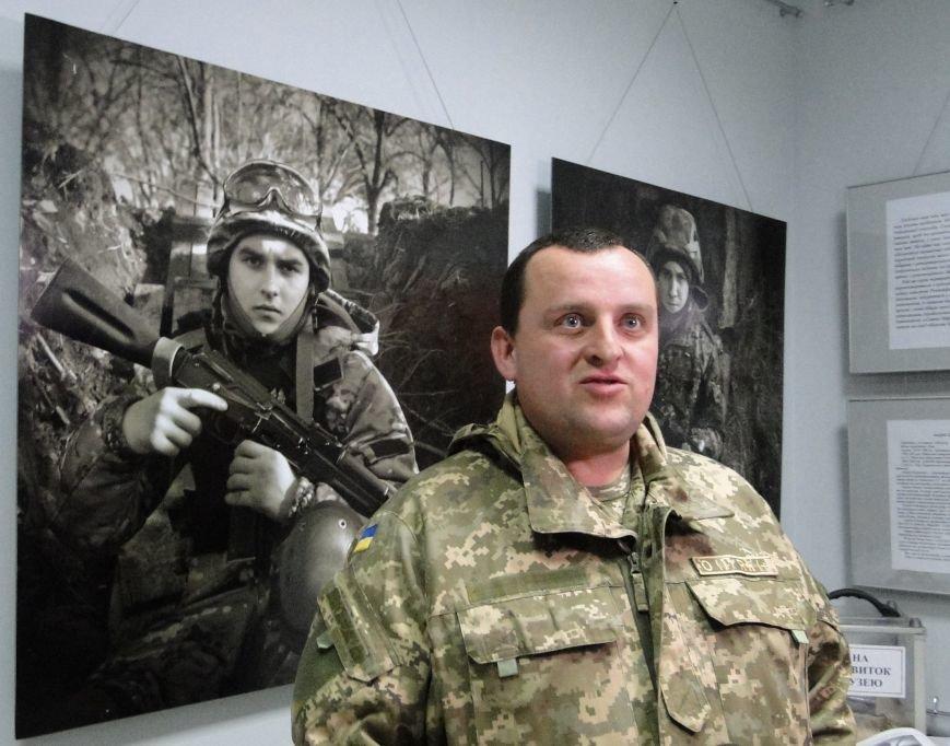 Виставка портретів «Добровольці» місяць пробуде у Хмельницькому музеї-студії фотомистецтва (Фото) (фото) - фото 8