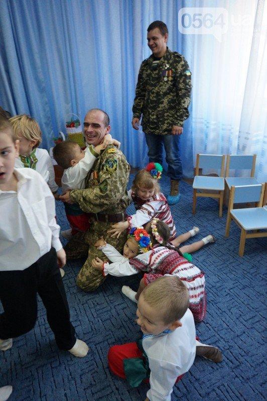 Уважение, восхищение, благодарность: бойцы и волонтеры посетили малышей детского сада №194 (ФОТО), фото-26