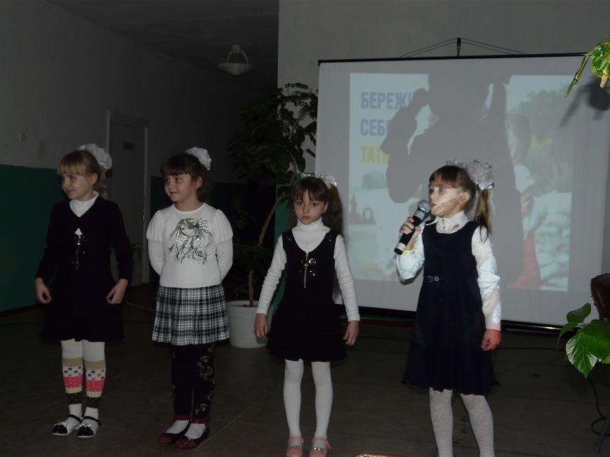 Ученики Соледарской школы №13 поздравили военных с Днем Вооруженных Сил Украины (фото) - фото 1