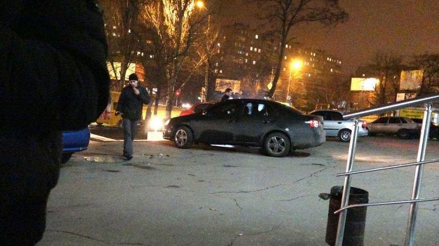 В Мариуполе автомобилистка неудачно припарковалась у супермаркета (ФОТО), фото-7