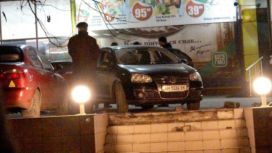 В Мариуполе автомобилистка неудачно припарковалась у супермаркета (ФОТО), фото-6