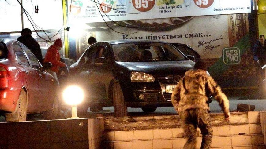 В Мариуполе автомобилистка неудачно припарковалась у супермаркета (ФОТО), фото-4
