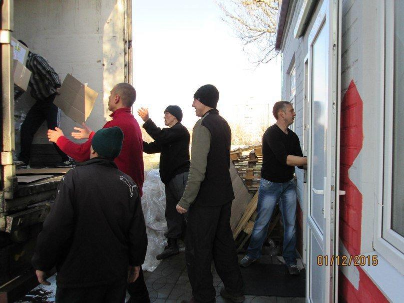 Волонтеры помогают авдеевским детям (фото) - фото 1