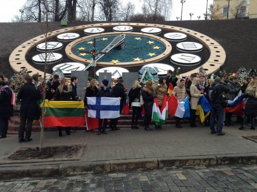 В Киеве европейцы почтили память героев Революции Достоинства (ФОТО) (фото) - фото 1