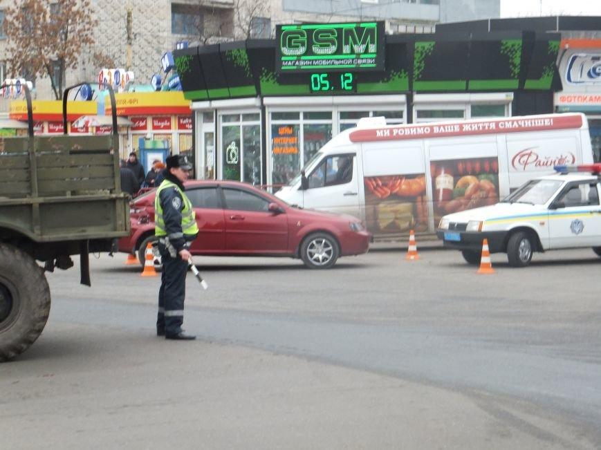 В Кировограде произошло ДТП: военный грузовик протаранил легковушку. ФОТО (фото) - фото 1