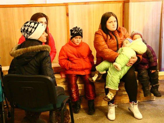 В Павлополе гуманитарную помощь раздавали под обстрелами (ФОТО) (фото) - фото 2