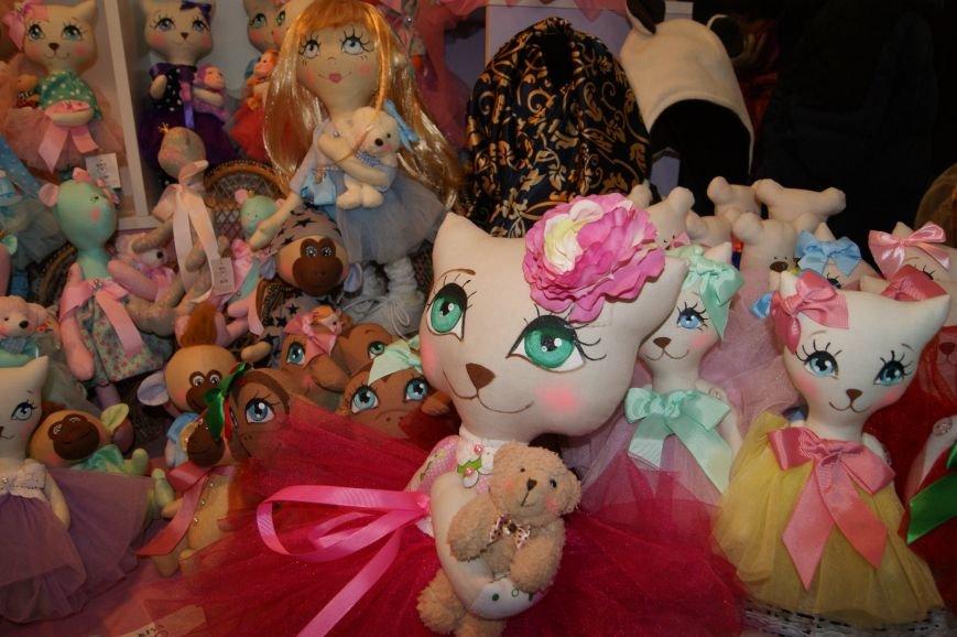 14e596c6a6d03523d76828776a91f547 На одесском морвокзале собрали тысячи кукол