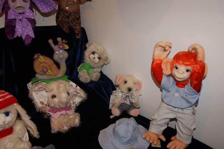 52ed6ae92e0ffc75806da022e8b420e0 На одесском морвокзале собрали тысячи кукол