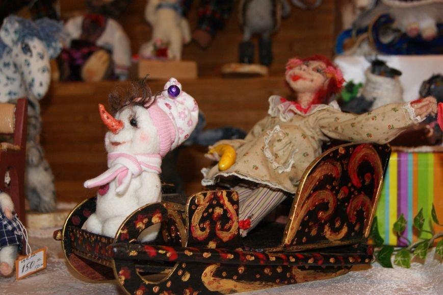 7207ffcb77c3170614a5f43bfafbd37b На одесском морвокзале собрали тысячи кукол