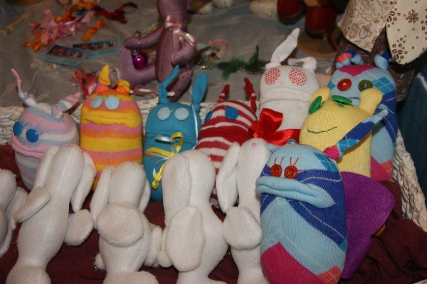 757aa96ea64355bcde2a6950b2288cd9 На одесском морвокзале собрали тысячи кукол