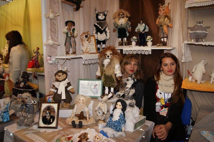 7bf6099a679895e5bb4b1f063ffacf16 На одесском морвокзале собрали тысячи кукол