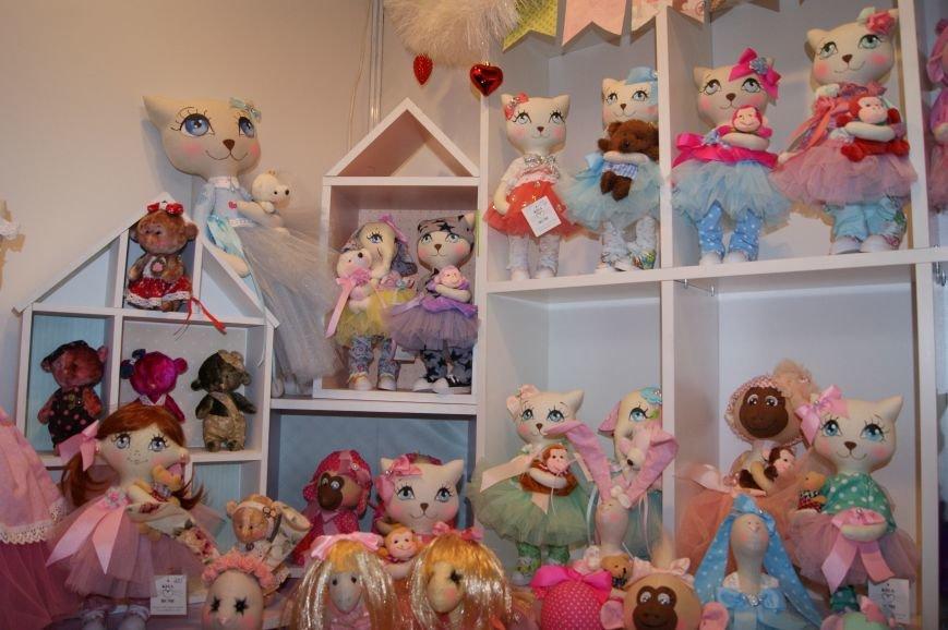 916b63fa3feb975cac271a88e4a5156a На одесском морвокзале собрали тысячи кукол