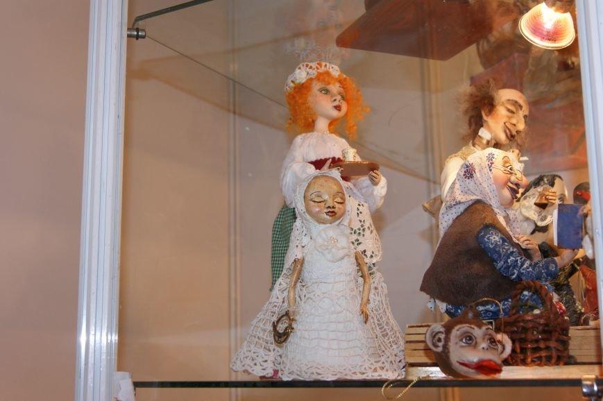 a6402522c2b63509b768ce27251bffba На одесском морвокзале собрали тысячи кукол