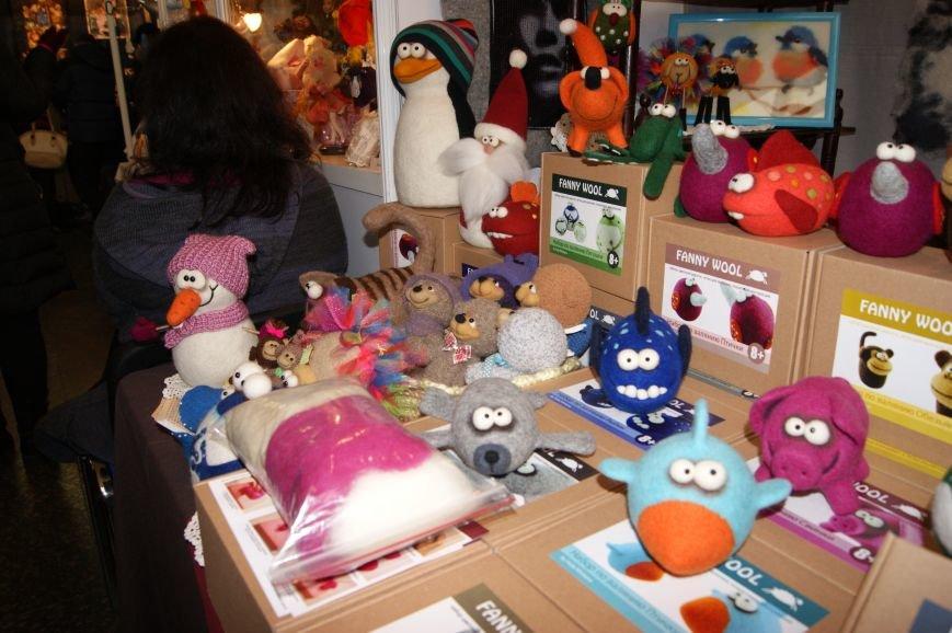 ba39e28b593b3b0de3ff8d78081afed6 На одесском морвокзале собрали тысячи кукол