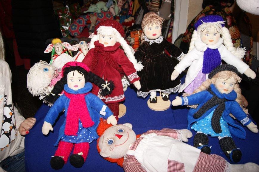 c38f6a2ed8a4a30763bf82e7c0e839a5 На одесском морвокзале собрали тысячи кукол