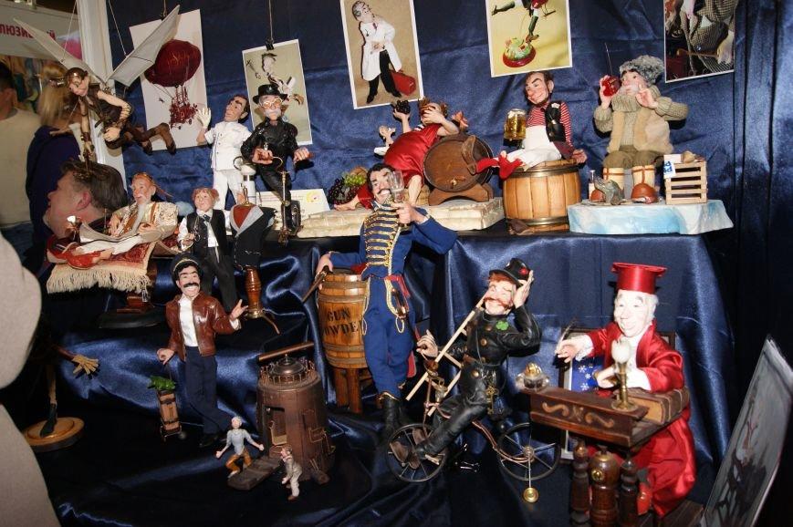 f73877484d39af7d0bced86a7fb4ae4e На одесском морвокзале собрали тысячи кукол