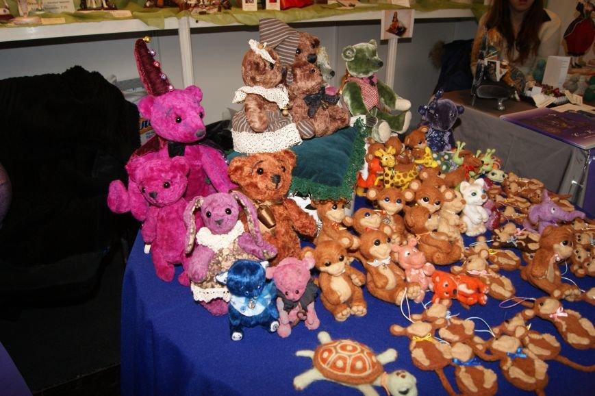 fa4f9b2e9041cc36010c0251087ea2e2 На одесском морвокзале собрали тысячи кукол