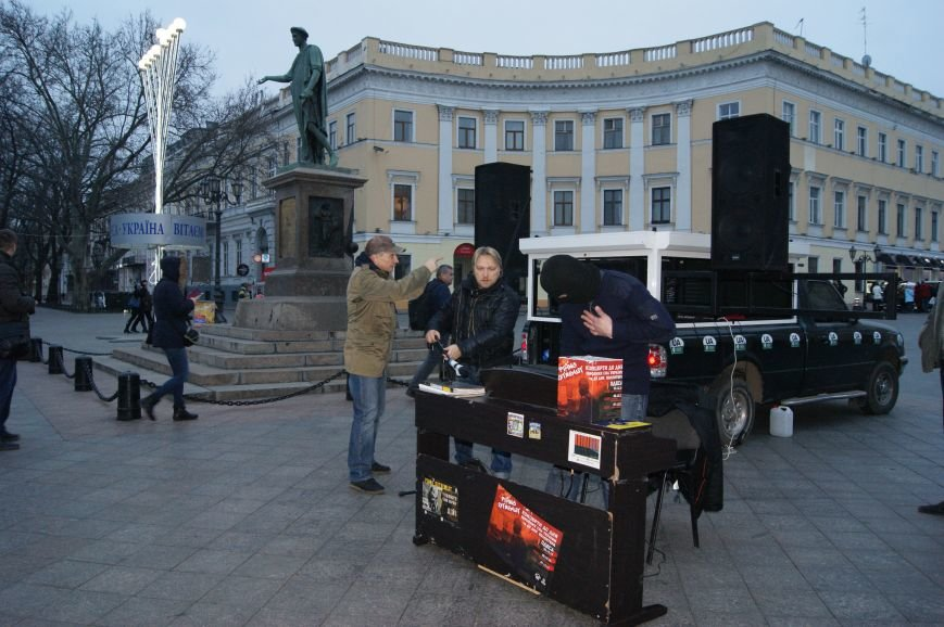 В Одессе сыграл легендарный Piano Extremist, который на Майдане сдерживал агрессию «беркутовцев» (ФОТО, ВИДЕО) (фото) - фото 1