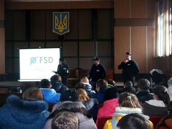 Школьники Димитрова узнали алгоритм поведения в чрезвычайных ситуациях (фото) - фото 4